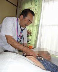 訪問診療での診察の様子