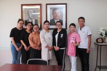 中国人研修生と岩﨑看護部長